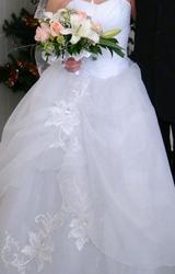 Продам  свадебное платье пышное с блестками